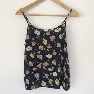 Floral Sleeveless Crop Top    Size Medium